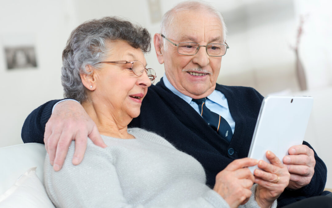 Las personas mayores que practican ocio digital son más felices