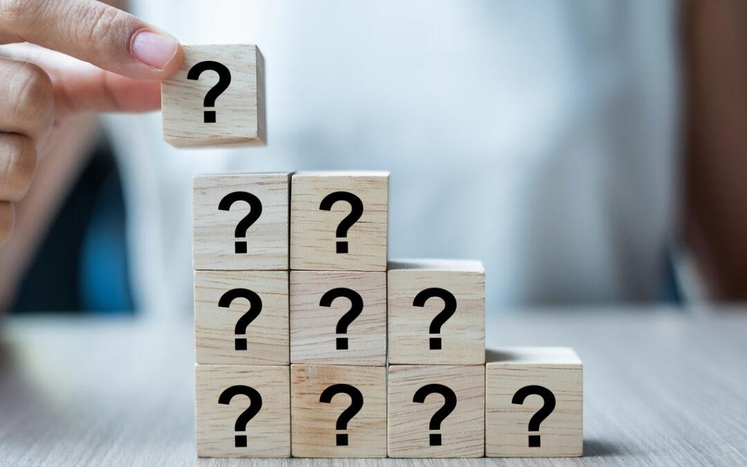 En tecnología las empresas tienen que tomar una decisión complicada cuando presentan una nueva función o producto.