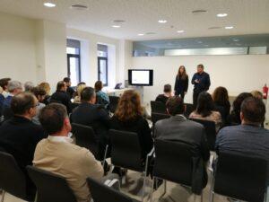 Silvia Guinart y Melchor Sáez en una conferencia Neuromarketing