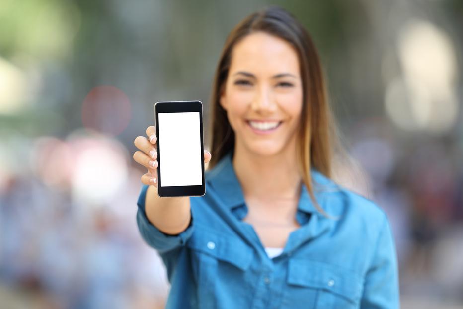 """Es ilegal y """"abusivo"""" vender móviles bloqueados por el operador"""